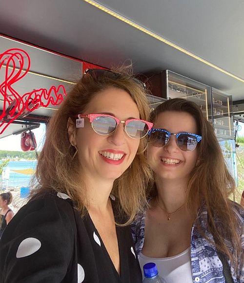 A Lupa Beach legmosolygósabb titkárnői (akik természetesen egy igazi magándetektívnek dolgoznak, vagy az FBI-nak)