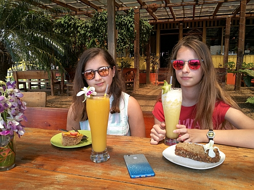 Anna és a Ray-Ban szemüvege Costa Ricán